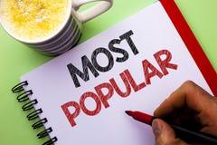Testo di scrittura di parola più popolare Concetto di affari per il prodotto del bestseller superiore di valutazione o l'artista  fotografia stock