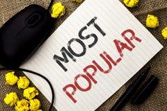 Testo di scrittura di parola più popolare Concetto di affari per il prodotto del bestseller superiore di valutazione o l'artista  immagini stock