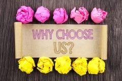Testo di scrittura perché scelgaci domanda Ragione di significato di concetto di vantaggio Choice di soddisfazione del cliente sc Fotografia Stock