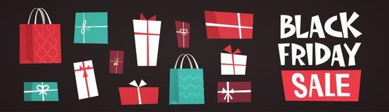Testo di vendita di Black Friday sopra il grande concetto di sconto di festa di regalo del fondo differente dei contenitori Fotografia Stock