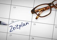 Testo di Zeitplan scritto sul calendario con l'indicatore fotografie stock libere da diritti
