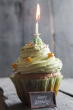 Testo e dolce di buon compleanno con una candela Fotografia Stock Libera da Diritti