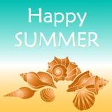 Testo felice di estate con le conchiglie royalty illustrazione gratis