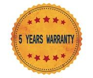 Testo 5-YEARS-WARRANTY, sul bollo giallo d'annata dell'autoadesivo illustrazione di stock