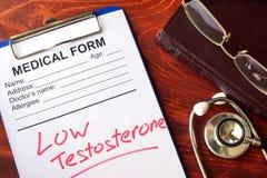 Testosterona baja de la muestra en una forma Imágenes de archivo libres de regalías