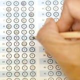 Testpoäng för svarsark med blyertspennan Royaltyfri Fotografi