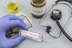 Tests voor Onderzoek van de test en de flesjes van ZIKA naar kaartjes van dollar stock fotografie
