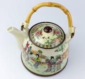 Tetera asiática del este de cerámica vieja con los dibujos Foto de archivo