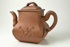 Tetera china antigua de la elaboración de la cerveza de la arcilla Imagen de archivo