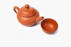 Tetera china para el té en un fondo blanco Foto de archivo libre de regalías