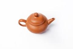 Tetera china para el té en un fondo blanco Foto de archivo