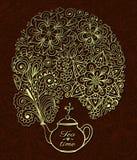 Tetera con humo floral del goldenl Imagenes de archivo