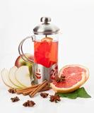 Tetera con té imagen de archivo libre de regalías