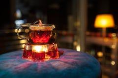 Tetera de cristal con el calentador de la vela; Imagen de archivo libre de regalías