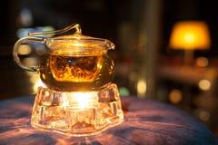 Tetera de cristal con el calentador de la vela; Imágenes de archivo libres de regalías