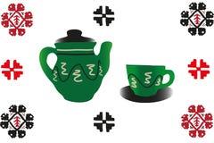 Tetera hecha a mano con la taza y el ornamento Fotografía de archivo libre de regalías