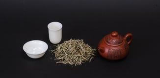 Tetera roja y tazas de té blancas Fotografía de archivo libre de regalías