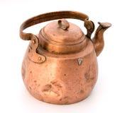 Tetera vieja de un cobre. Imagen de archivo