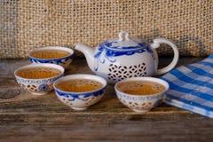 Tetera y cuencos de la porcelana con té verde Foto de archivo libre de regalías