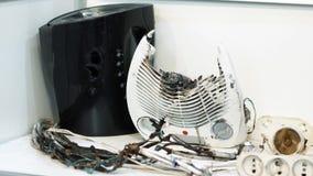 Tetera y fan quemadas almacen de video