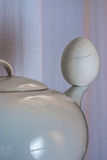 Tetera y huevo Fotos de archivo