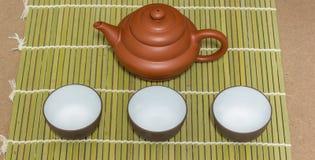 Tetera y taza de té imagenes de archivo