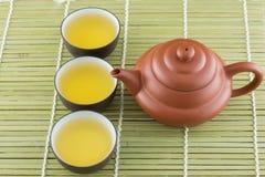 Tetera y taza de té Foto de archivo libre de regalías