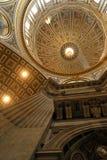 Teto de St Peter Basilica, o Vaticano, Roma, Itália Imagens de Stock