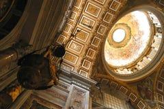 Teto de St Peter Basilica, o Vaticano, Roma, Itália Fotos de Stock