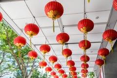 Teto decorado com suspensão de lanternas chinesas Fotografia de Stock Royalty Free