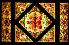 Teto decorativo da arte tailandesa no templo de Tailândia. Fotos de Stock Royalty Free