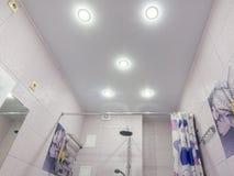 Teto do estiramento no banheiro Imagem de Stock