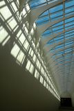 Teto futurista da arquitetura com sombras profundas Fotos de Stock
