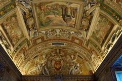 Teto na galeria dos mapas. Museus de Vatican Foto de Stock