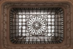 Teto no palácio do parlamento romeno fotografia de stock