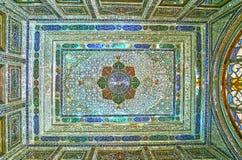 Teto no salão do espelho da casa de Qavam, Shiraz, Irã Fotos de Stock
