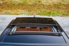 Teto-solar automobilístico do xxl do sedan luxuoso alemão, interiores ornamento vermelho/marrom, cromados de couro, carro individ Imagens de Stock Royalty Free