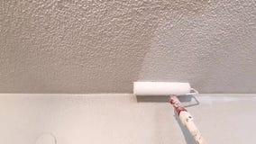 Teto sujo de pintura branco filme