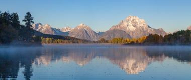 Teton全景秋天的反射 库存照片