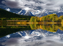 Teton山反射 库存图片