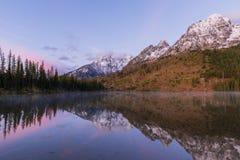 Teton Autumn Sunrise au lac string photos stock