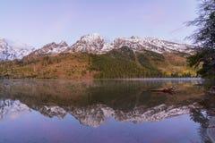 Teton Autumn Sunrise Reflection au lac string photos libres de droits