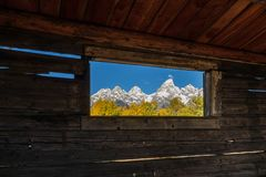 Tetons Autumn Scenic Through uma janela de cabine Fotografia de Stock