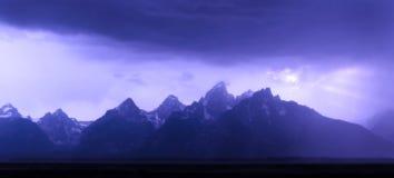 Tetons magnífico en tormenta Imagen de archivo libre de regalías