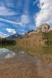 Tetons s'est reflété dans le lac string photographie stock libre de droits