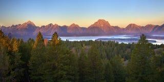 Tetons am Sonnenaufgang Lizenzfreies Stockfoto