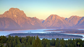 Tetons am Sonnenaufgang Stockfoto