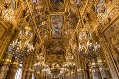 Tetos ornamentado do vestíbulo grande do Palais Garnier, ópera de Paris imagem de stock royalty free