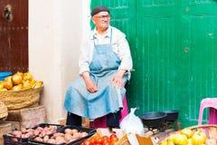 TETOUAN, MARROCOS - 4 de outubro de 2018, mercado do alimento da cidade velha de Tetouan o 4 de outubro de 2018, Marrocos fotos de stock royalty free