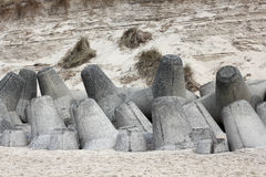 Tetrapods do concreto protege a costa de Sylt imagens de stock royalty free